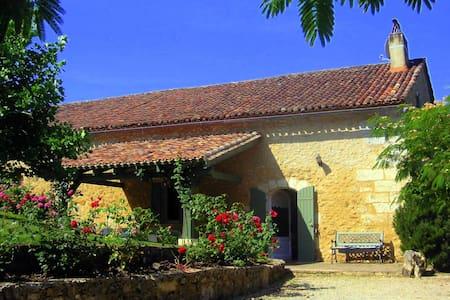 """la Martinette"" piscine privée - Villamblard - House"