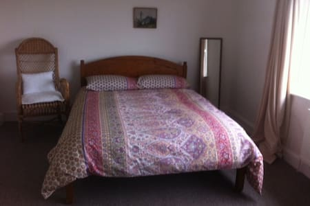 Prestatyn 2 double rooms by the sea - House
