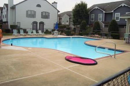 BEAUTIFUL CONDO in Town Center!! - Virginia Beach - Íbúð