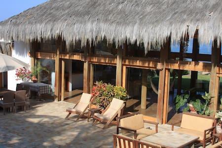 Casa estilo Bali a Orillas del Mar - House