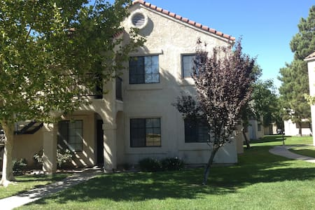 Beautiful condo in palmdale 4 rent, - Palmdale - Apartment
