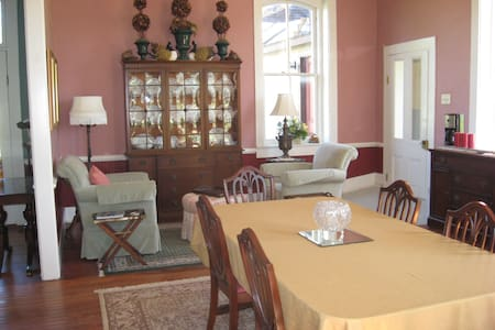 Ingraham Castle Bed and Breakfast - Bed & Breakfast