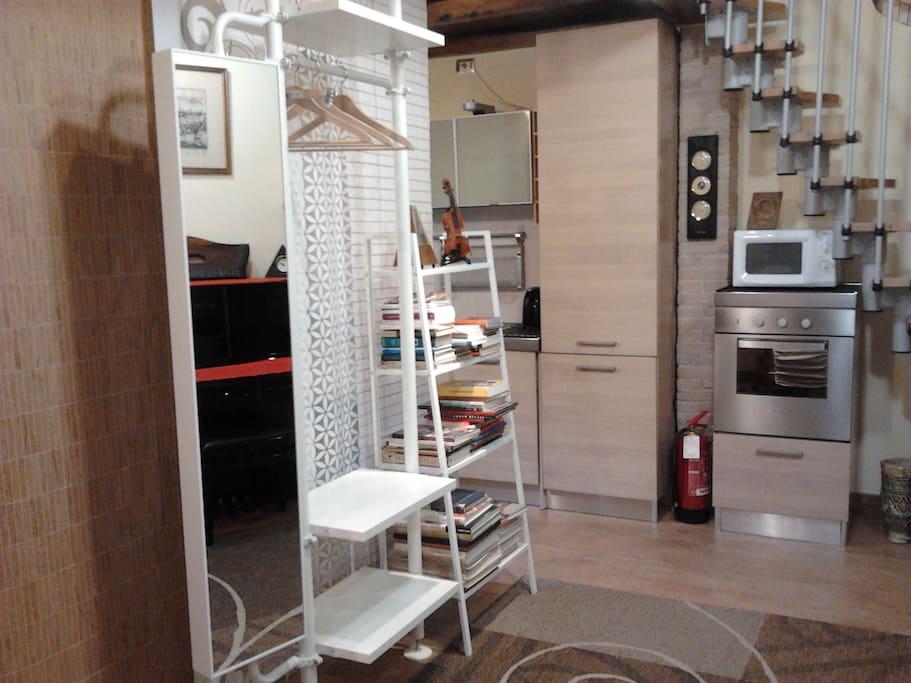 Salone - vista cucina Living room-kitchen Салон с видом на кухню
