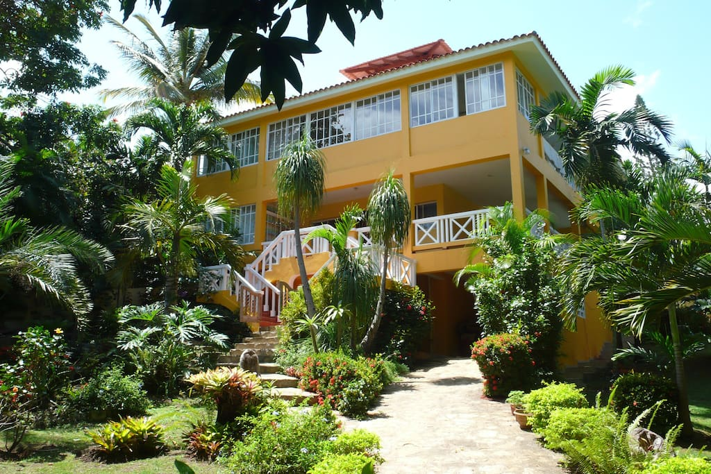 Tropical garden and villa with 3 units