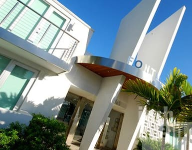 South Beach Lux Condo 1 Blk Lincoln