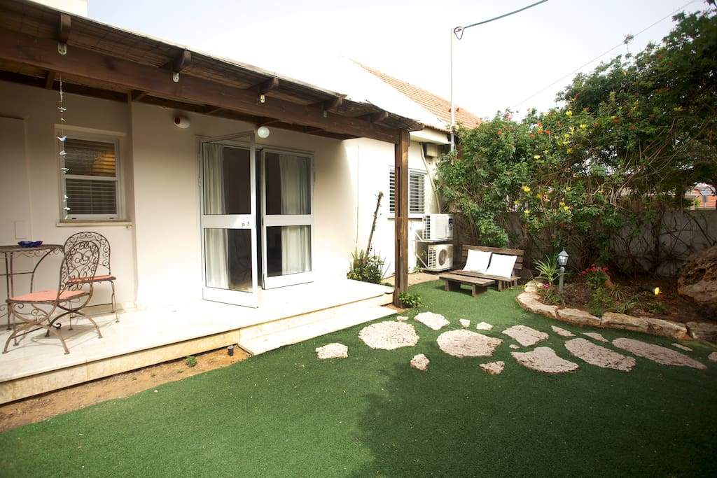 2 BEDROOMS WITH YARD NEAR THE BEACH