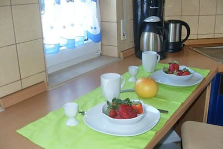 Sunny city apartment for 1-4 people - Esslingen - Apartment