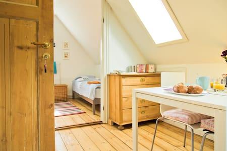 A Unique Oasis Vesterbro Copenhagen - Copenaghen - Bed & Breakfast