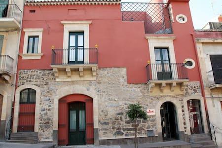 Casa degli Uomini Illustri - Militello In Val di Catania - House