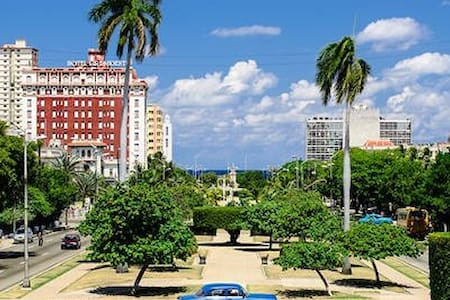 Spacious cool BED+BREAKFAST in safest Vedado - Havana
