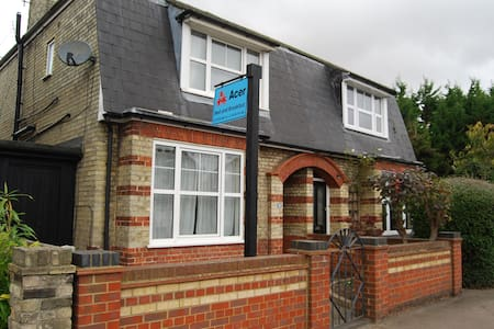 Acer Bed and Breakfast Room 1 - Royston - Bed & Breakfast