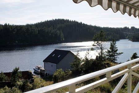 Seafront comfy cabin near Bergen - Lindås - Cabaña