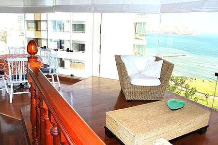 I15: Oceanfront condo with pool!!!