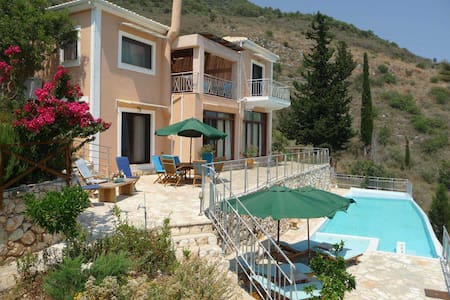 Villa Iris, dream home, lovely view - Ellomenos - Villa