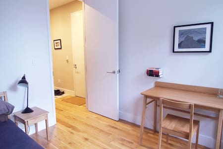 Spacious 2 Floor 1 Bed Apartment! - Brooklyn - Apartment