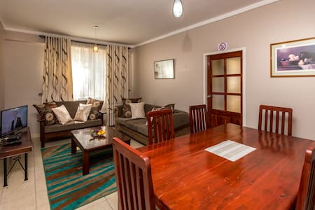 104 (PR) Charming 2BD Avenues Flat - Apartment
