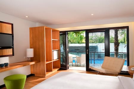 Room close to the beach and shopping mall - Kuta - Bed & Breakfast