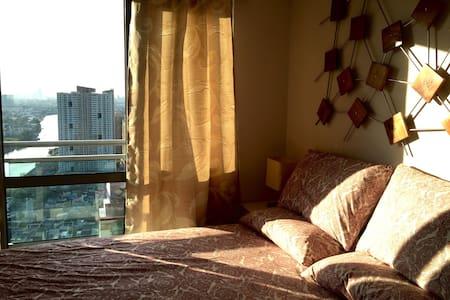 1BR with balcony across Rockwell! - Condominium