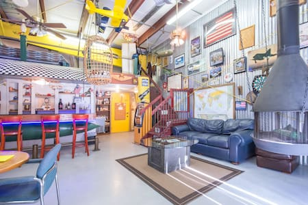 ManCave apartment/ airplane hangar. - Apartment
