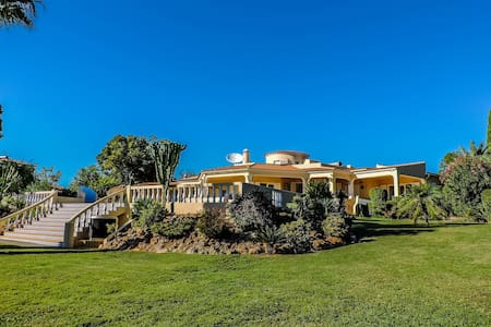 ❤ of Algarve | Surrounded by 9000m2 Garden - Lagoa - Villa