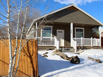 Elko Tree Street Cottage Retreat - Elko - Casa