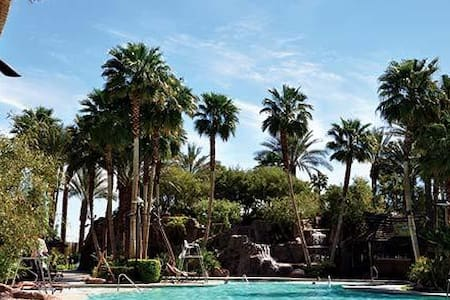 1BR Vegas Villa @ TAHITI VILLAGE - ラスベガス - 別荘