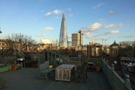 Large Master Bedroom with Ensuite! - London - Apartment