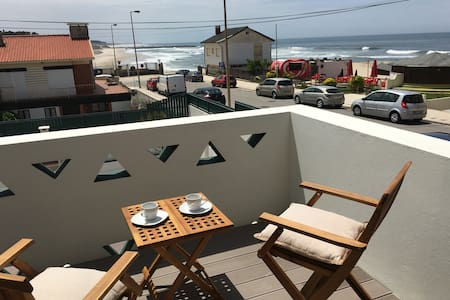 Beach house with beautiful ocean view and surf - Cortegaça - House
