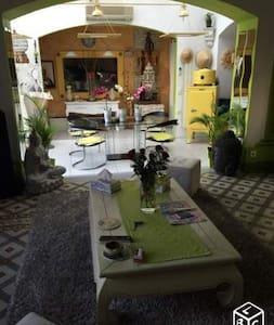 Maison de maître avec piscine et barbecue - Bessan