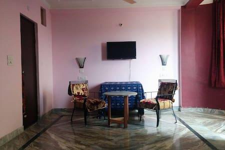 3bdr apartment overseeing Asola Wildlife Sanctuary - Lakás