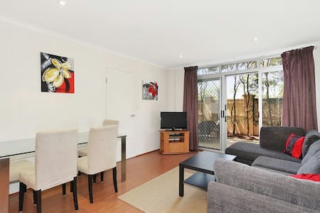 West Ryde near train with parking, pool and wifi - West Ryde - Apartemen