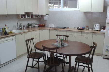 Spaceful room in a Villa - Rishon LeTsiyon - Apartament