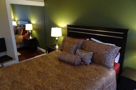 Master Bedroom - High Rise with Gym - Arlington - Appartamento