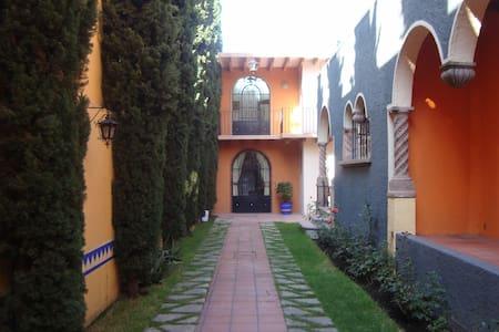 Villa Alfonsina, Heart of Coyoacan