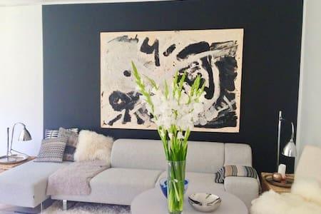 Elegant designer-home in a 'Double House' - Klampenborg - Hus