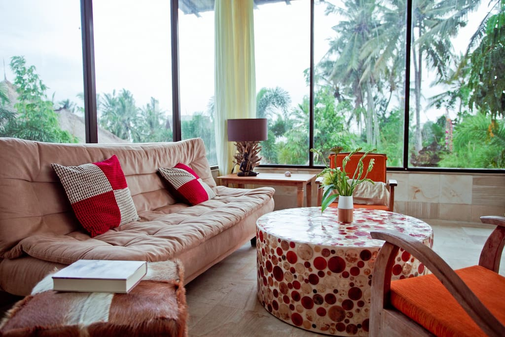 Lounge to relax or work!..