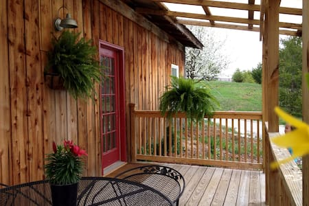 2 Bedrm 1 bath cottage @ StoneLedge - Casa
