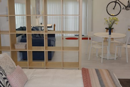 Studio apartment close to city & beach - Lägenhet