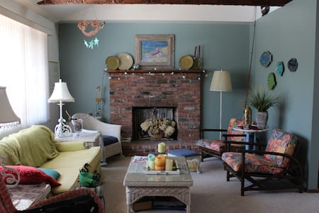 Sea-sational salty air cottage  - Montauk - Bed & Breakfast