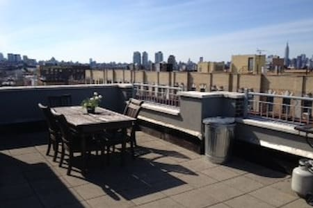 Large 1BR w/Private Roof Deck