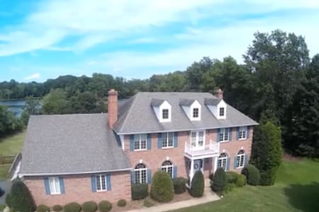 Tranquil Lakeside 2-Bedroom Suite - Warrenton - House