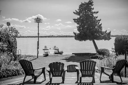 Leaning Tree Cottage - Private Lakeside Cottage - Orillia