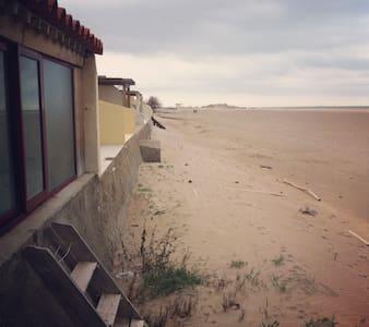 """""""Castaway"""" la cabane de plage."""