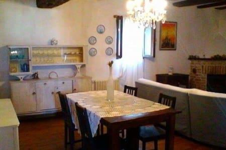 Langhe.Grande casa per famiglie con camino e parco - Belvedere Langhe - Haus