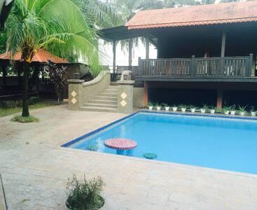 KLCC family villa - Bungalow