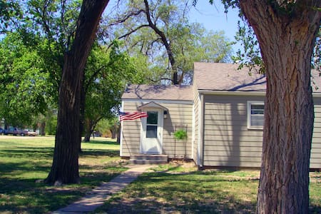 Comfortable Guest House in Kansas!