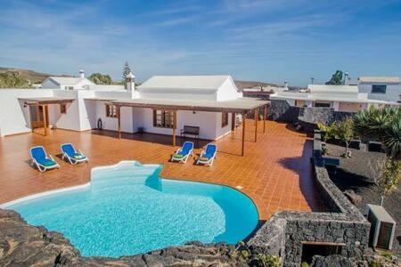 HOOHA in El Islote for 6p - El Islote - Villa