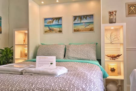 Modern Beach Condo - UPDATED! - Apartamento