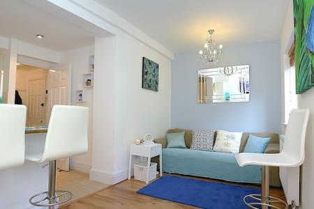 Apartment-Kensington garden flat WR