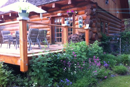 10 minutes drive from Sun Peaks Mnt - Bed & Breakfast